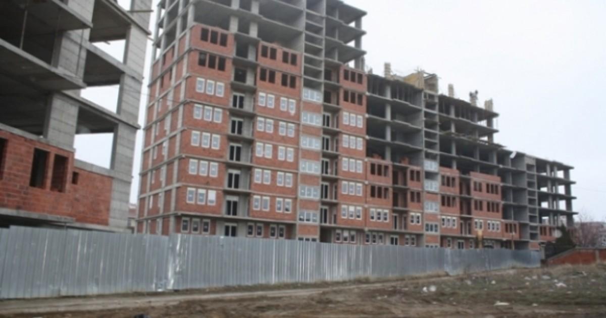 Rrëzohet punëtori nga një ndërtesë në Ferizaj