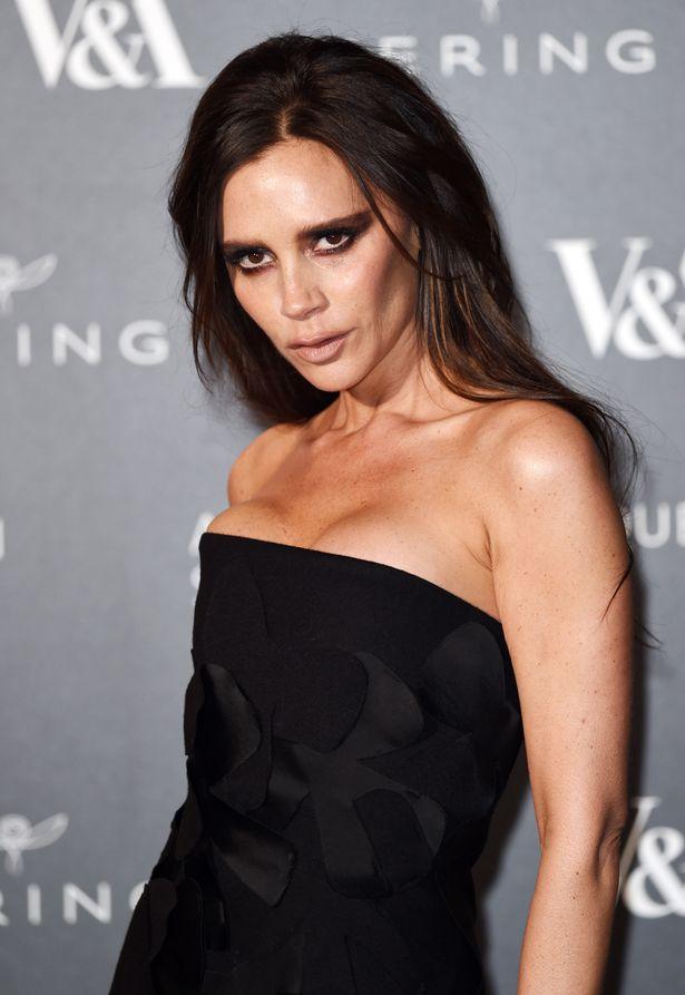 Victoria-Beckham-at-the-Alexander-McQueen-Savage-Beauty-Fashion-Benefit-Dinner