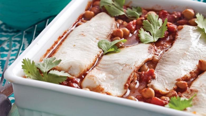 Peshk me qiqra (leblebi) dhe domate