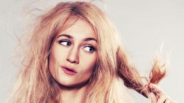 Truqe gjeniale me cilat do të mbuloni dëmtimet e flokëve midis dy ngjyrosjeve