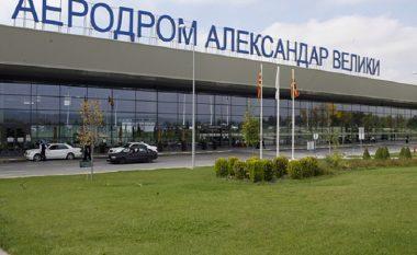 E harroi celularin në aeroplan, ndalohet për disa minuta puna e aeroportit të Shkupit