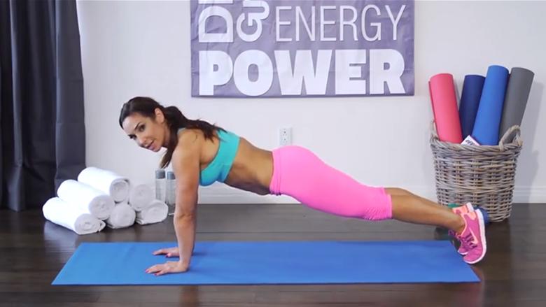 USHTRIMET E FEMRAVE TË MOSHËS SË MESME: Forconi tricepsat dhe zgjidhni muskujt e lëshuar të parallërës (video)
