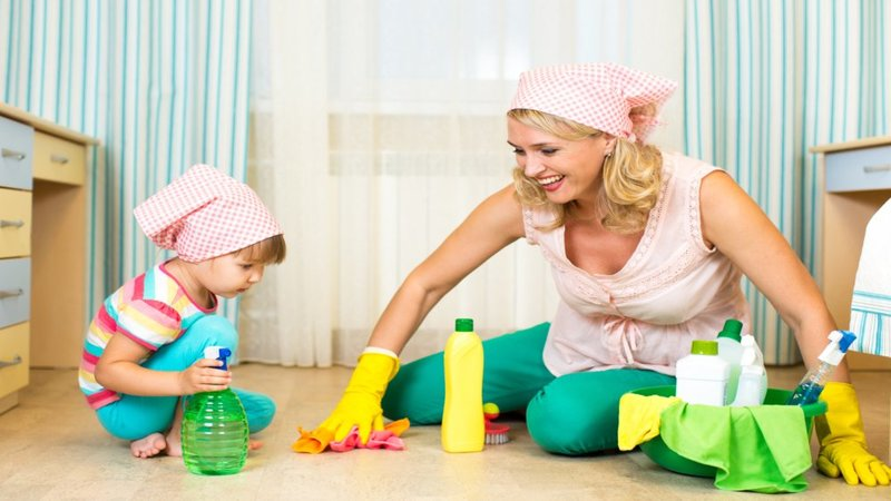 home-house-woman-mother-child-daughter-toddler-cleaning-scrub-spray-rubber-gloves-fun-laugh-play1