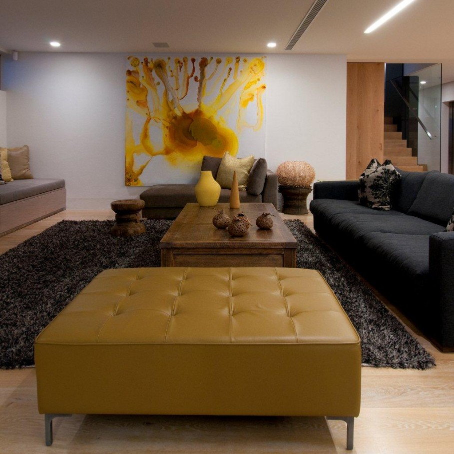 Awesome-Feng-Shui-Living-Room-Interior-Design-Decorated-with-Modern-Black-Sofa-made-from-Fabric-Material-and-Wooden-Coffee-Table-909x909