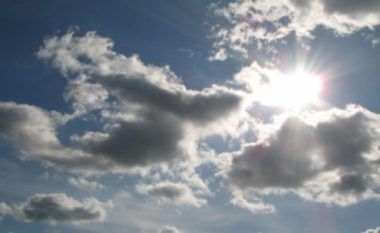 Sot mot me diell dhe vranësira