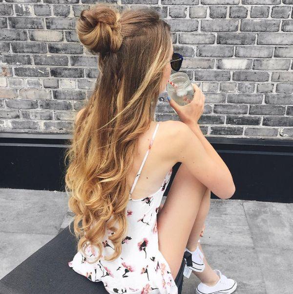 Vetëm një pjesë e flokëve e ngritur si gërshet apo bisht