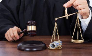 Sistemi i drejtësisë i komprometuar nga politika