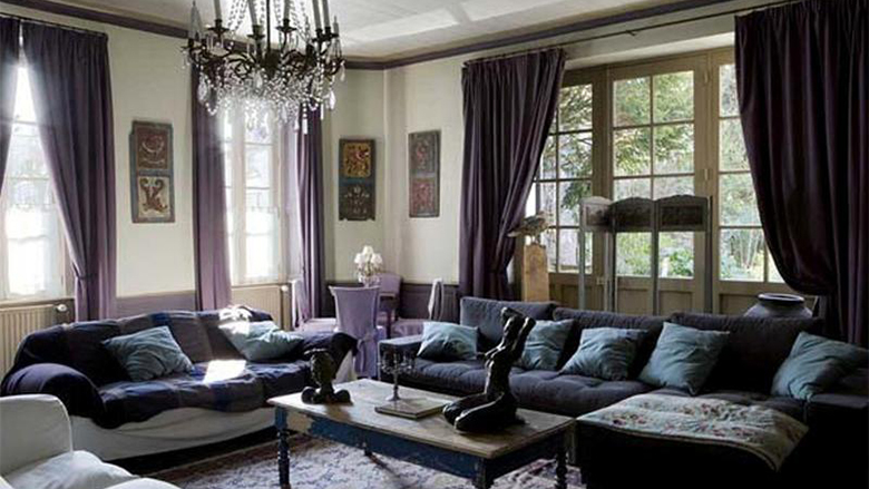 dakr-purple-living-room