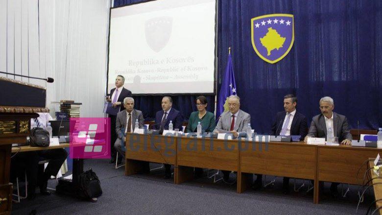 Delawie, fjalë të ashpra: Po kundërshtoni në mënyrë cinike marrëveshjen, po rrezikoni të ardhmen e Kosovës (Live/Video)