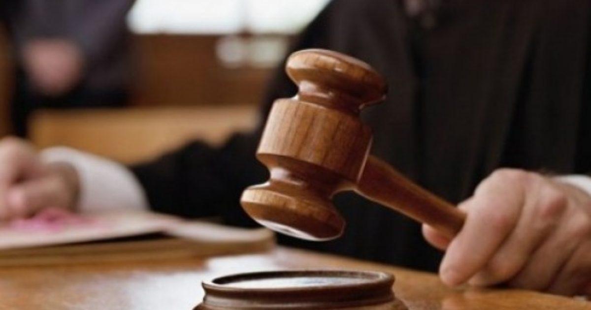 Gjyqtari merr 500 euro ryshfet dhe favore seksuale për t'ia mundësuar nënës së divorcuar kujdestarinë e vajzës (video)