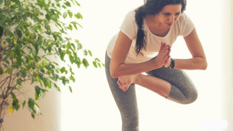 Joga asana për ekuilibër fizik dhe emocional: pozita në një këmbë