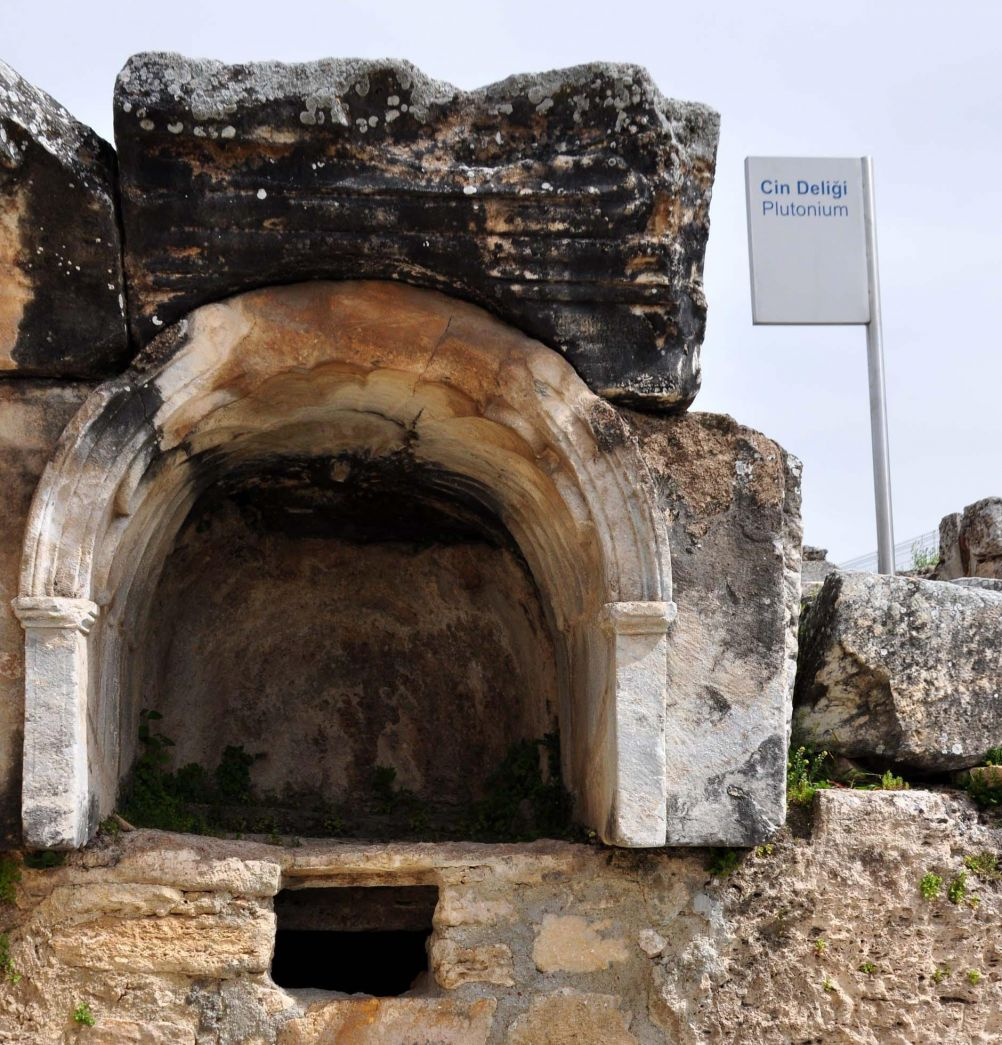 pamukkale-ancient-hierapolis_1007703617