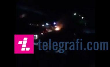 Pamje të djegies së motoçikletës së sulmuesve të Kuvendit! (Video)