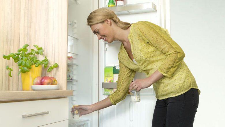 Qumështi i nënës, në frigorifer – deri në tri ditë