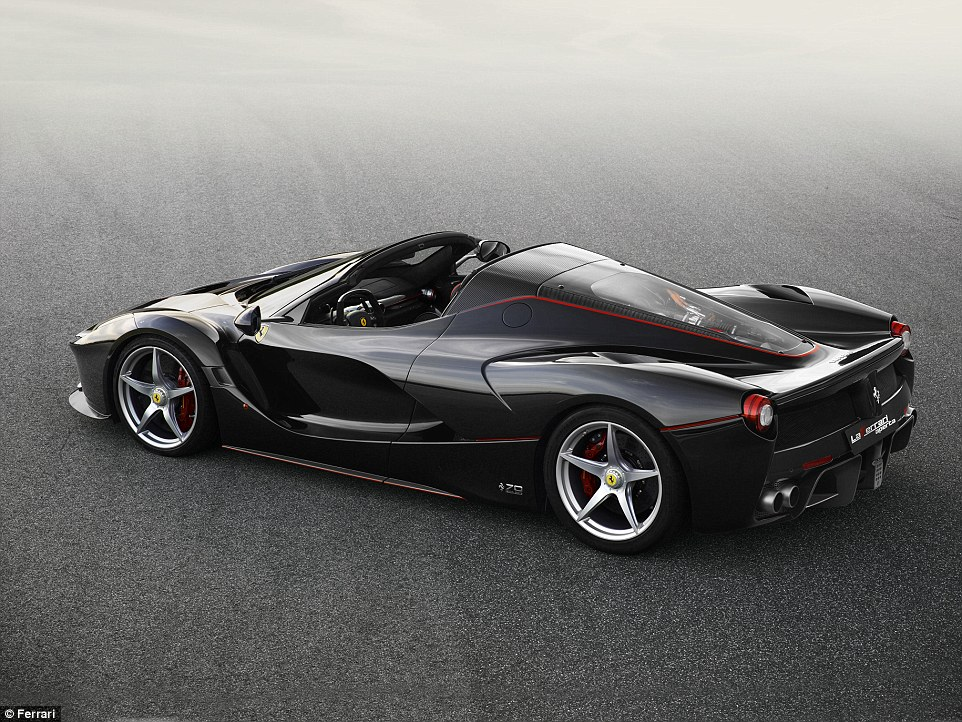 Ferrari lason hibridin e hapur LaFerrari Aperta qe kushton 1 3 milione euro foto 5