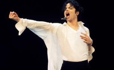 Ai është gjallë?! Michael Jackson shfaqet në 'selfie' me vajzën?! (Foto/Video)