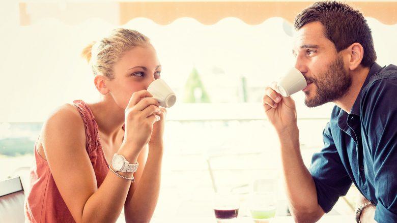 Cilat trajta të meshkujve i joshin më së shumti femrat në takimin e parë
