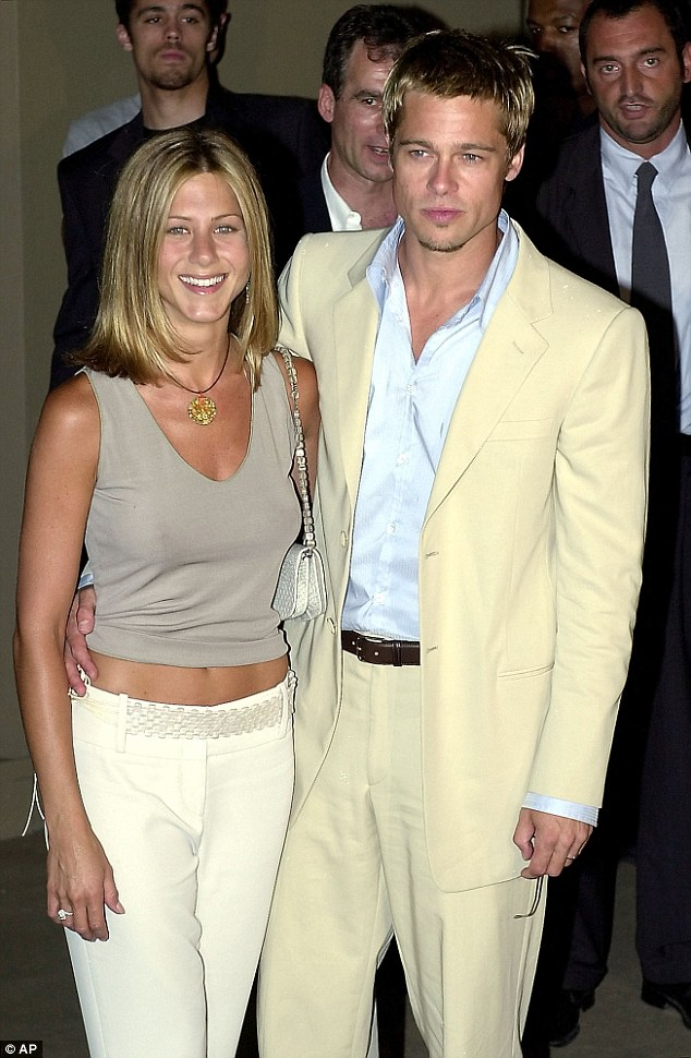 Lidhja me Jolie, shkaktoi ndarjen e Pitt me Aniston.