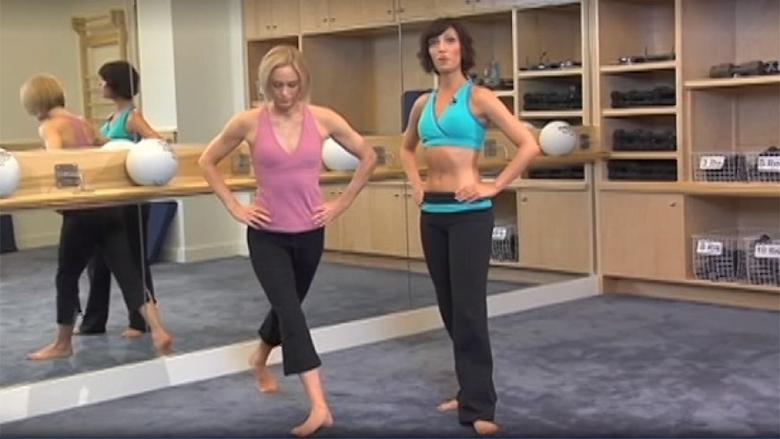 Një ushtrim që sulmon të gjitha zonat kritike: Forcon këmbët, vithet dhe stomakun! (Video)