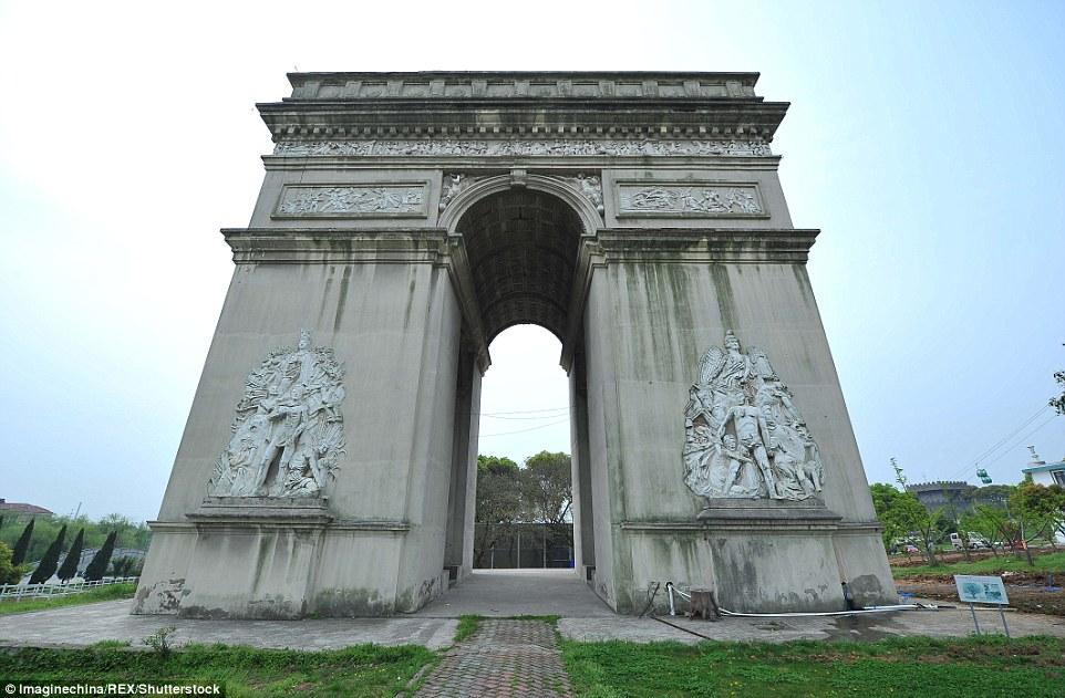 Parku me imitimet e 50 objekteve të famshme nga vende të ndryshme të botës foto 9