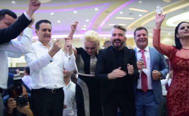 Dasma e shumëpërfolur e djalit të Shyhretes, në pak minuta – si e komentojnë mysafirët e famshëm që ishin të pranishëm (Video)
