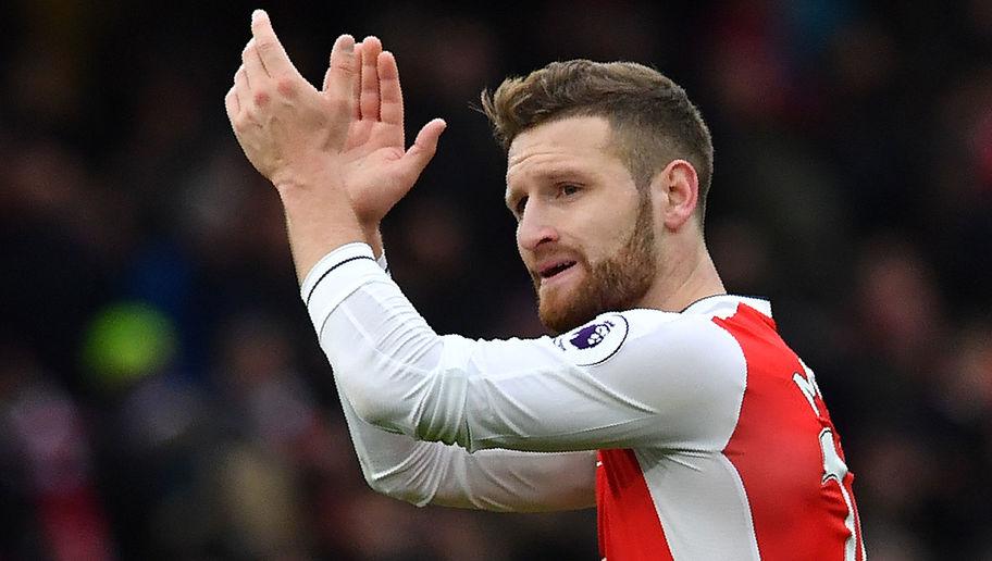 Mbrojtësi shqiptar ka befasuar të gjithë që nga kalimi i tij në Emirates nga Valencia gjatë verës. Partnershipi në qendër të mbrojtjes me Laurent Koscielnyn ka qenë fantastik dhe ylli i Përfaqësueses së Gjermanisë shikohet si çelësi që ekipi i Arsene Wenger të arrijë deri të titulli. Mustafi ka treguar se është po ashtu një zgjedhje afatgjate, por me mungesën e Antonio Valencias te United dhe Hector Bellerin te Arsenali, në formacionin e kombinuar Shkodrani renditet në pozicionin e mbrojtësit të djathtë, pozitë në të cilën ka luajtur disa herë gjatë aventurës së tij në Spanjë.