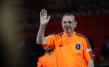 Lojtarët që iu futën politikës pasi u pensionuan nga futbolli (Foto)