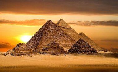 Nga Kulla Eifel tek Piramida e Gizës në Egjipt: Sa do të kushtonin nëse do i ndërtonim sot këto monumente? (Foto)