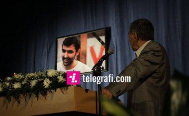 Fjalimi prekës i babait të Astritit: Madhështia jote shpërtheu grilat e burgut (Video)