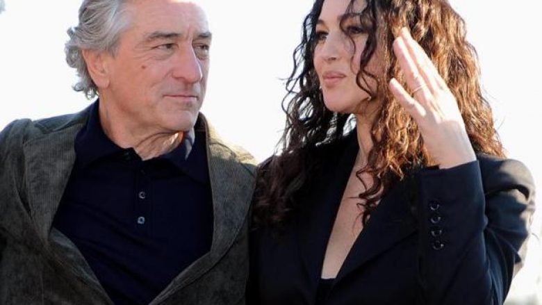 epa02401608 US actor Robert De Niro (L) poses with Italian actress Monica Bellucci during a photocall for the movie 'Manuale d'amore 3' in Rome, Italy, 19 October 2010.  EPA/CLAUDIO ONORATI