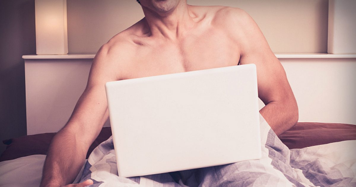 Meshkujt që masturbojnë kanë jetë më të mirë seksuale