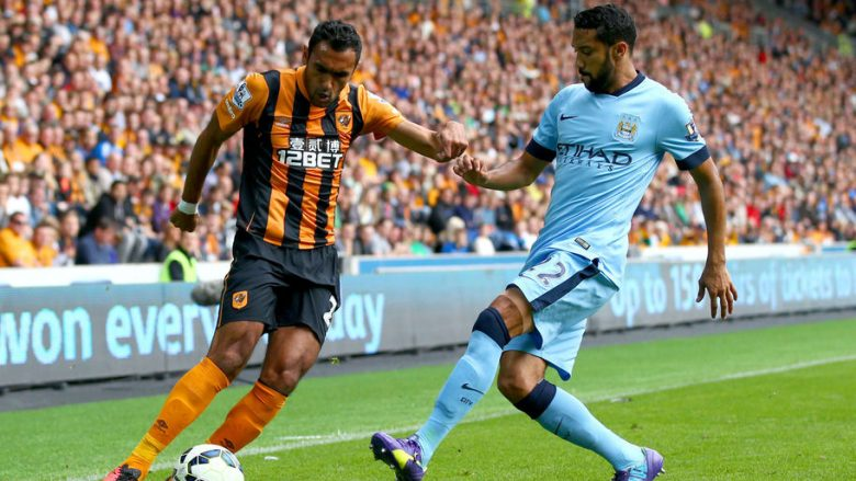 HULL, ENGLAND - SEPTEMBER 27: Gael Clichy of Manchester City challenges Ahmed Elmohamady of Hull City during the Barclays Premier League match between Hull City and Manchester City at KC Stadium on September 27, 2014 in Hull, England.  (Photo by Matthew Lewis/Getty Images)