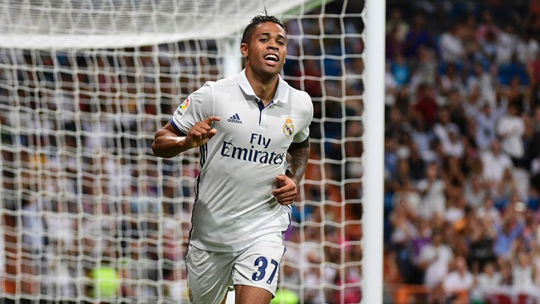 Real Madrid's forward Mariano celebrates after scoring during the Santiago Bernabeu Trophy football match Real Madrid vs Stade de Reims at the Santiago Bernabeu stadium in Madrid on August 16, 2016. / AFP / PIERRE-PHILIPPE MARCOU        (Photo credit should read PIERRE-PHILIPPE MARCOU/AFP/Getty Images)