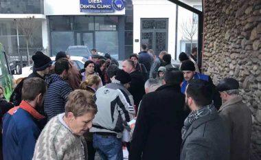 KBI e Pejës dhe Adnan Hysenaj dhuruan ndihma për 40 familje skamnore (Foto)