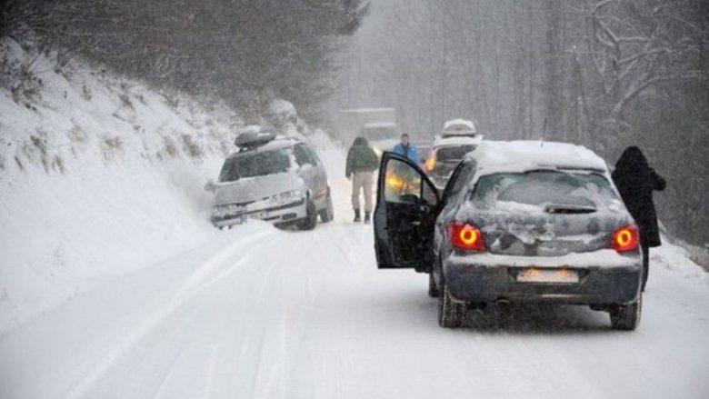 Orteku bllokon rrugën Mavrovë-Dibër, shpallen ndalesa komunikacioni në disa drejtime rrugore