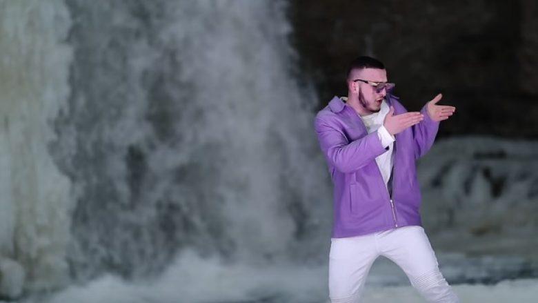 Një vallëzim qesharak nga Mozzik (Video)