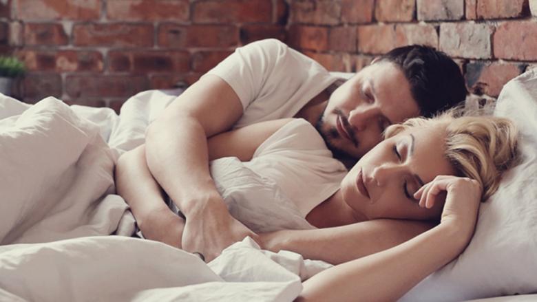 ËNDËRRONI GJËRA TË BUKURA! Përse është më mirë të flini në krahun e majtë?
