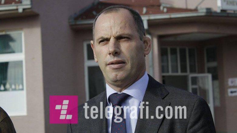 """Lladrovci, Zekës: """"Deri kur gazetarucat dhe ish udbasht do të vazhdojnë punën e dreqit"""""""