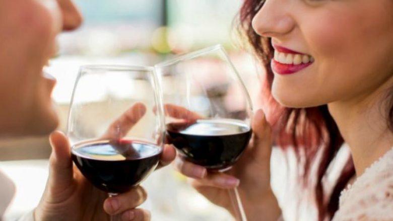 Studimi i ri thotë se një gotë verë e kuqe është ekuivalente me një orë palestër