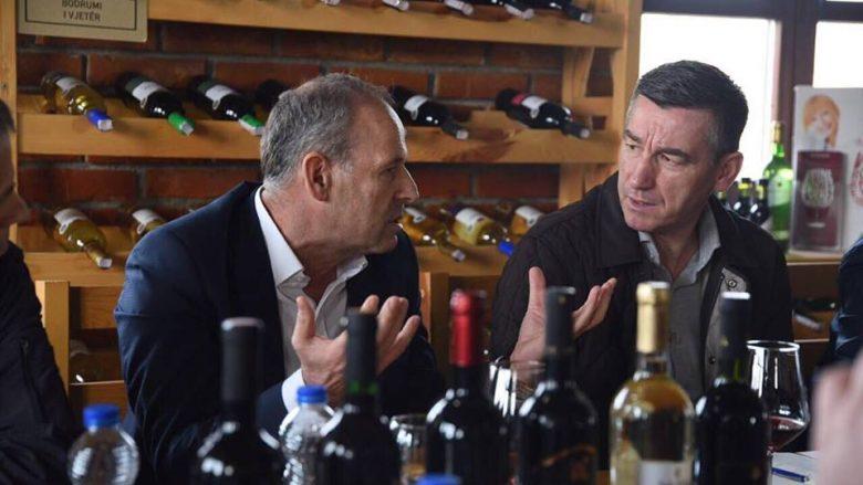 Veseli bashkëbisedon me vreshtarët dhe verëtarët në Rahovec
