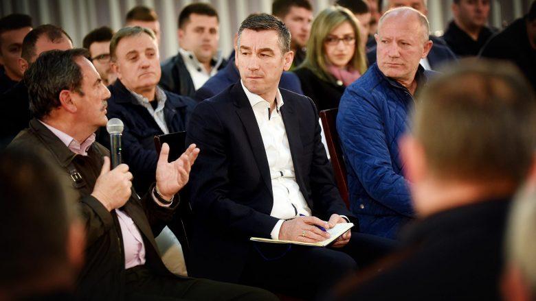 Veseli dëgjon përfaqësuesit e bizneseve (Foto)