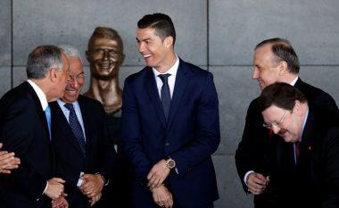 Ronaldo e përuroi aeroportin me emrin e tij, por statuja e portugezit është bërë sensacion në internet (Foto)