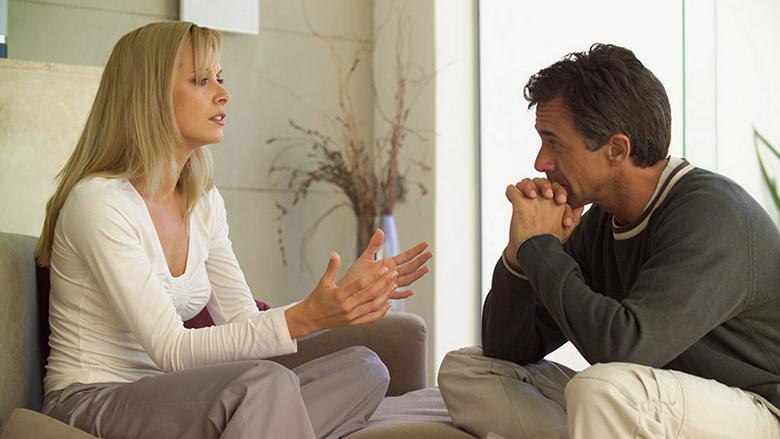 A duhet t'i tregoni të dashurit për flirtet e kolegut në punë?!