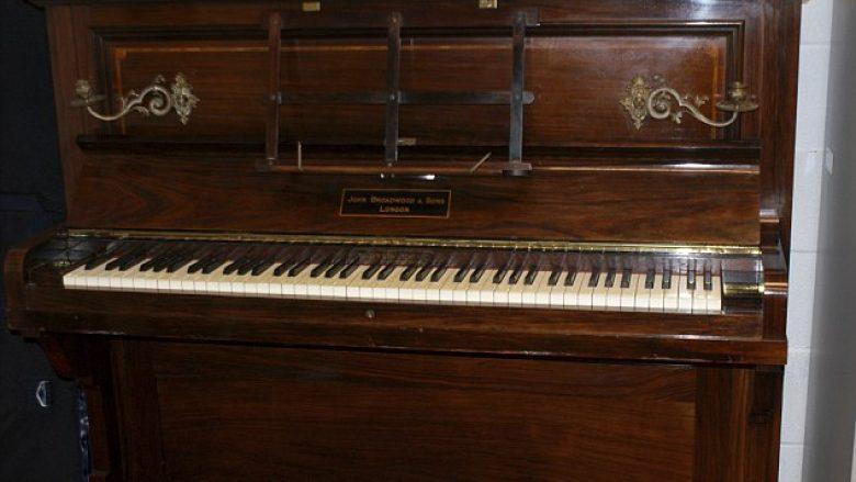 Kërkohet pronari i thesarit që u gjet në pianon e vjetër (Foto)