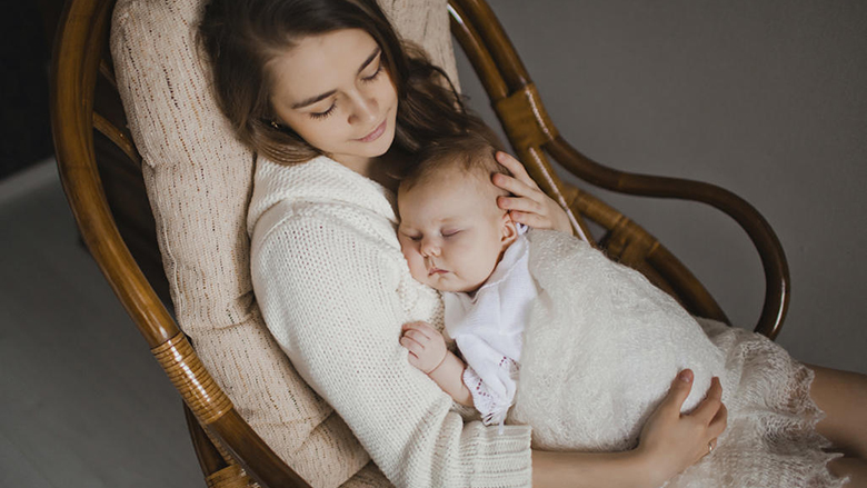 Si ta vëni në gjumë beben: Gjashtë këshilla të trajnerit për vënie në gjumë