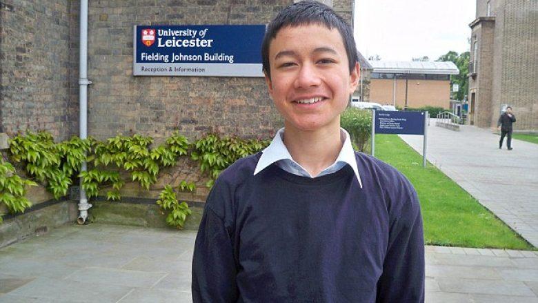 Universiteti punëson 14-vjeçarin për t'i ushtruar studentët e matematikës (Foto)