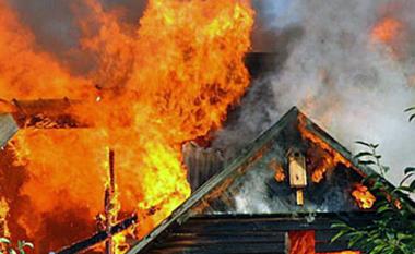 Zjarri përfshinë disa baraka në lagjen Karposh 3 të Shkupit (Video)