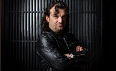 """""""Toponishte"""" ra edhe në veshin e serbëve, këngëtari Aca Lukas e vodhi në vitin 2001 (Video)"""