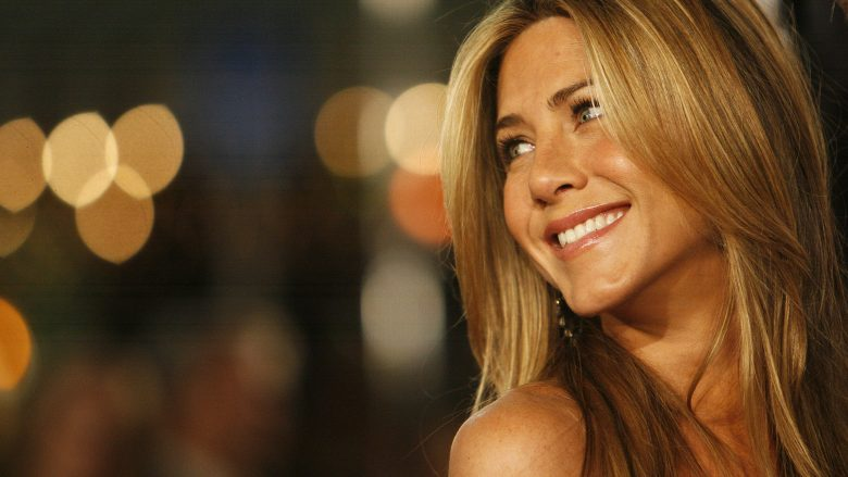 """Cast member Jennifer Aniston attends the premiere of the movie """"Marley & Me"""" at the Mann Village theatre in Westwood, California December 11, 2008. The movie opens in the U.S. on December 25. REUTERS/Mario Anzuoni   (UNITED STATES) FOR BEST QUALITY also see: GF2E51L1HKU01 - RTR22I4S"""