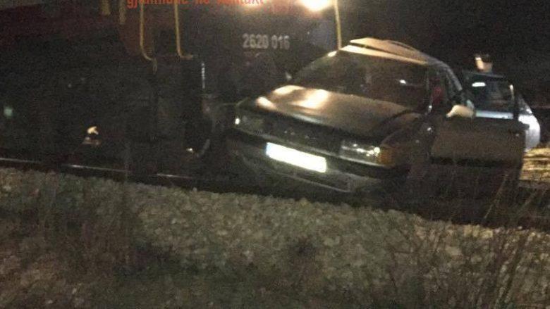 Aksident i rëndë në Klinë, treni godet veturën (Foto)